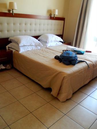 Tourist Hotel: A suíte tem decoração de bom gosto