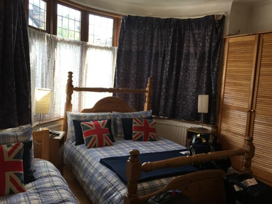 Tara's London Bed & Breakfast: the room