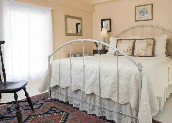 Staveleigh House Bed and Breakfast: Cozy room 4