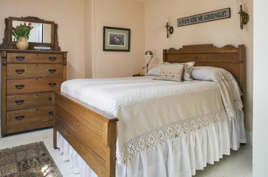 Staveleigh House Bed and Breakfast: Private and intimate room 5