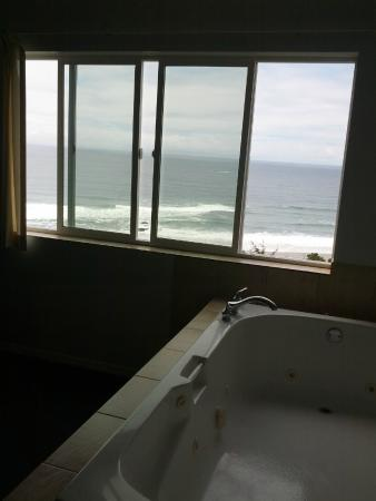 "The Edgecliff Motel: King with fireplace, jacuzzi tub and views ""suite"""