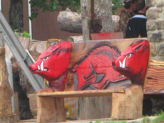 Alpena, Αρκάνσας: Razorback bench