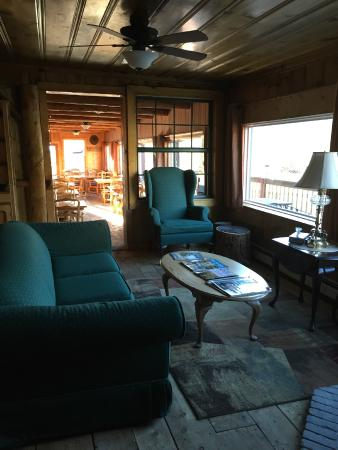 The Twin Lakes Inn: Entry Seating Area