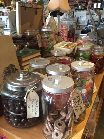 Hot Chocolatte: Eclectic candy coffee to go shop