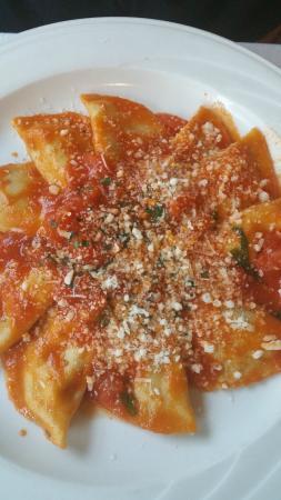 Gennaro's Grill & Garden: Half moon ravioli