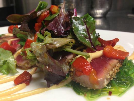 The Grill on Main : Ahi Tuna Salad