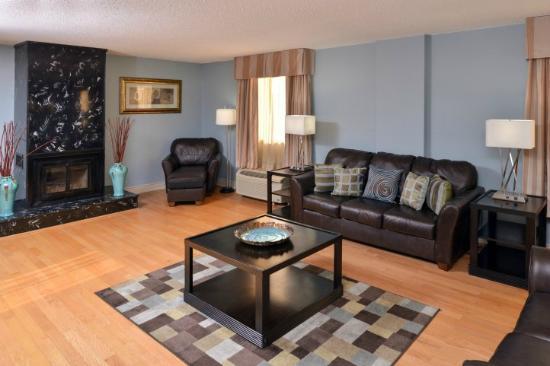 Penthouse Suite | Wyndham Garden Shreveport