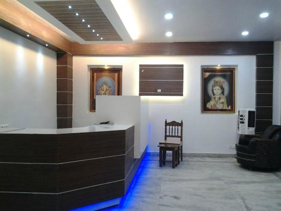 Hotel Piyush: Reception area