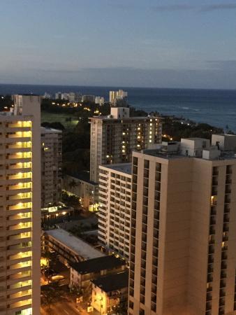 Waikiki Banyan: 高層階山側の部屋