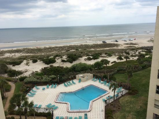 Amelia Surf & Racquet Club : This is the view from the balcony