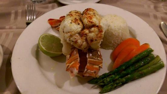 Augusta Bay Bahamas Restaurant Bar: LOBSTER DINNER!