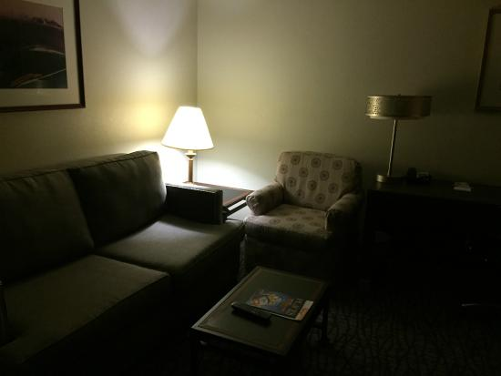Hampton Inn & Suites Santa Ana/Orange County Airport: 1Bedroom Suite Front Room