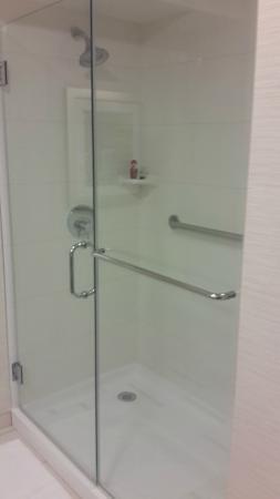 Fairfield Inn & Suites Los Angeles Rosemead: Cool shower