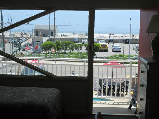 Starfire Motel: View from oceanview room