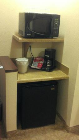 Comfort Inn & Suites McMinnville: Microwave/Fridge