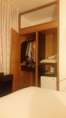 Asturias Hotel Medellin : Quarto sem cofre.