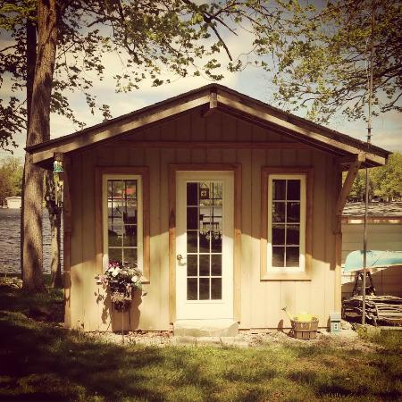 Windsong by the Lake Bed & Breakfast : stain glass studio