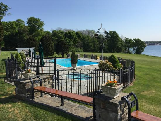 Point Pleasant Inn: Pool area
