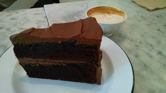 Deru Market: Go for the cake!