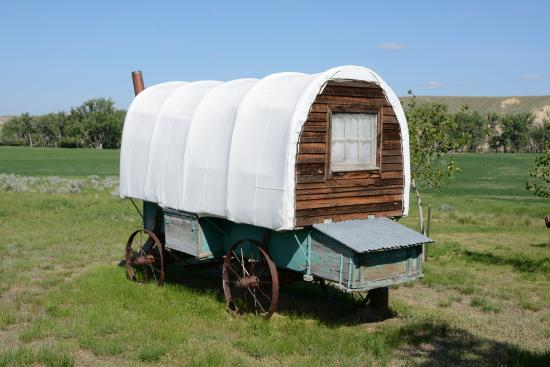 Loma, MT: Covered Wagon