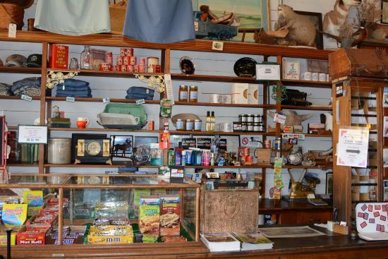 Loma, MT: antiques