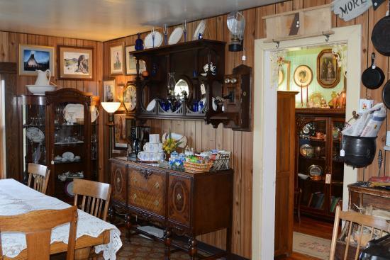 Loma, Montana: antiques