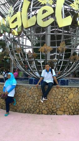 Harga tiket masuk - Foto JungleLand Adventure Theme Park, Sentul ...