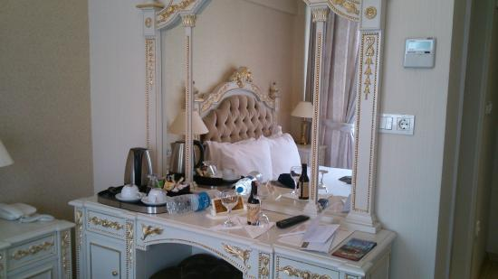 Karakoy Port Hotel: お部屋のドレッサー