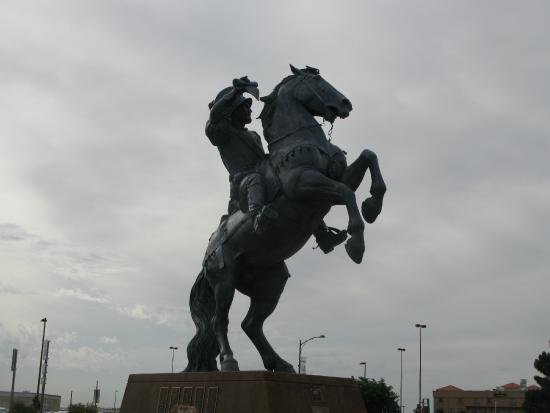 Microtel Inn & Suites by Wyndham El Paso Airport: Statue near the hotel