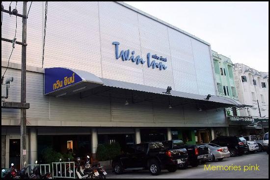 Twin Inn Hotel: ด้านหน้าโรงแรม