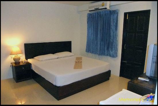 Twin Inn Hotel: ห้องพักค่อนข้างเก่า