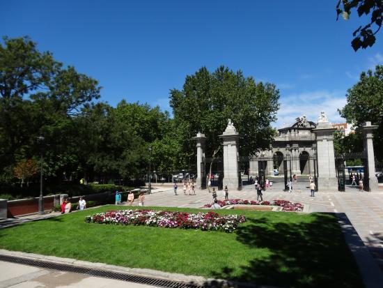 Retiro park picture of retiro park parque del retiro for Bathrooms in retiro park