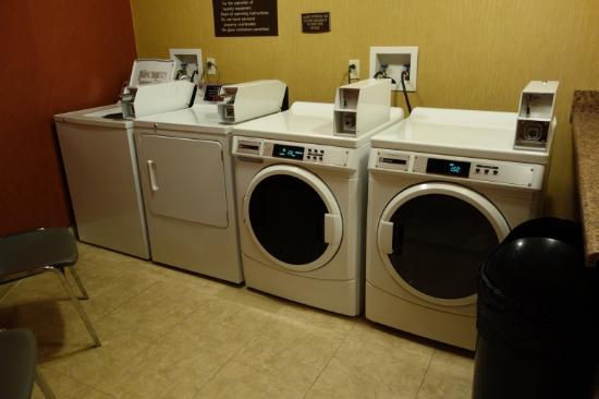 هوليداي إن اكسبرس ونستون ساليم داون تاون: 洗濯機、乾燥機もありますので、長期滞在可能です。