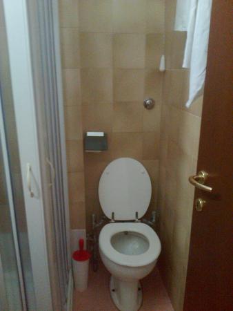 Bagno con bidet incorporato bocchetta acqua dentro wc - Bagno senza bidet ...