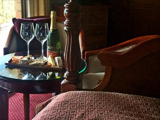 Mountain Sanctuary B&B: The Sunflower Suite with local cheese & wine