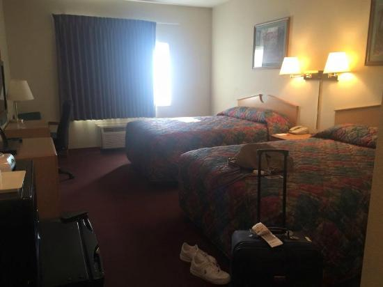 Wichita Inn West: A picture of my room from the door
