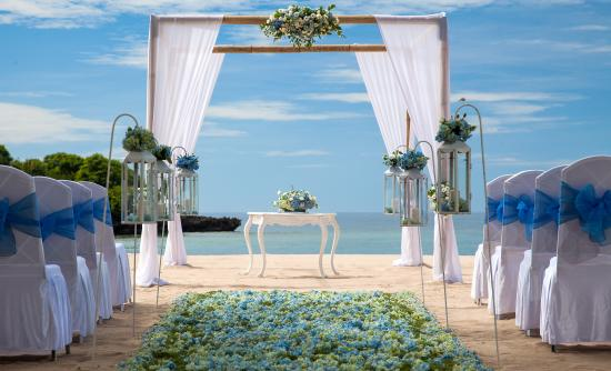 Courtyard by Marriott Bali Nusa Dua Resort: Beach Wedding