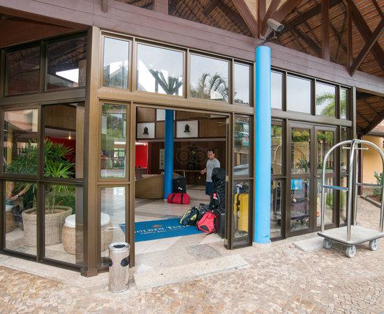 Entrance at Golden Tulip Angra dos Reis