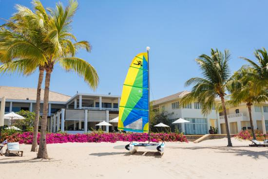 Princess D'An Nam Resort & Spa: Take a catamaran in to the sea
