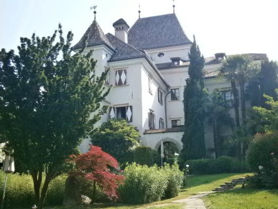 Castel Rundegg Hotel: Il castello dal giardino