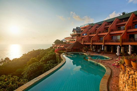 Samui Bayview Resort & Spa: Infinity Pool