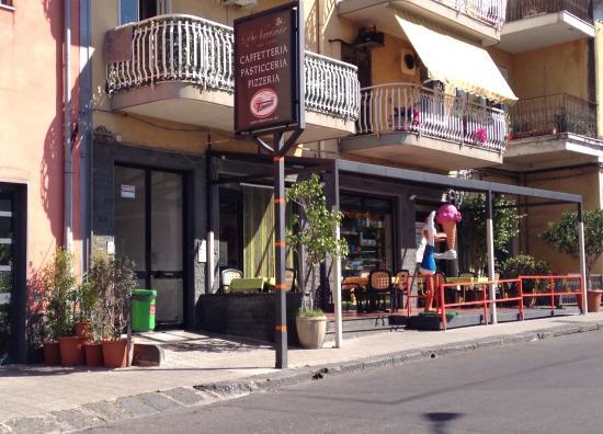 Fiumefreddo di Sicilia, Italien: Bar Pasticceria Pizzeria De Nata