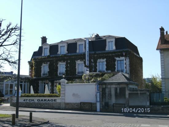 Hotel Normandie Auxerre: vista dell'hotel