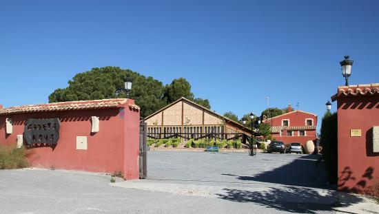 Hotel Restaurante Rural Caseta Nova: Puerta de Acceso al Hotel