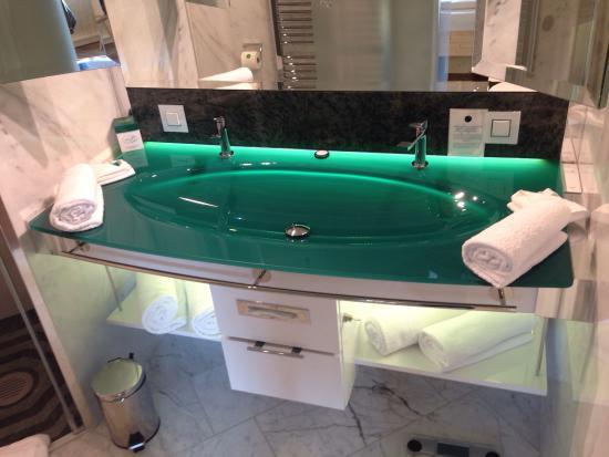 hotel victory badezimmer mit top ausstattung bild von hotel victory therme erding erding. Black Bedroom Furniture Sets. Home Design Ideas