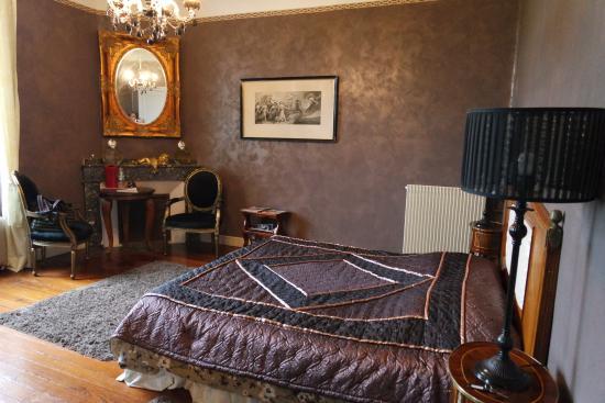 Chateau Coquelicot: Belle chambre