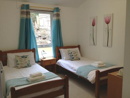 Atholl Centre : Room 2 - accessible en-suite in chalet