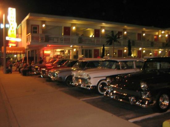 Starfire Motel: Car show weekend