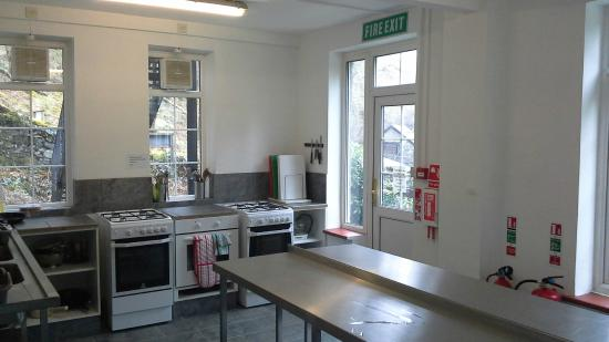 YHA Kings: New in 2015 - Refurbished self catering kitchen