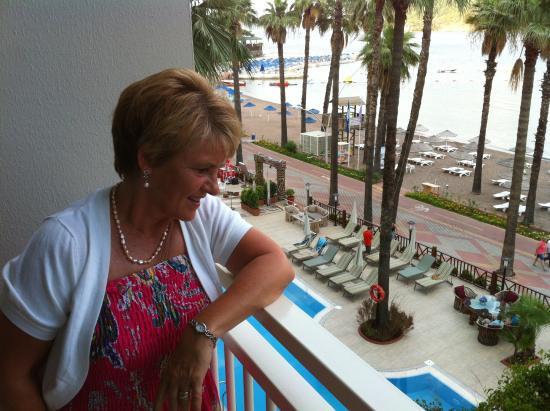 Fantasia Hotel De Luxe Marmaris: The Beach from our Balcony